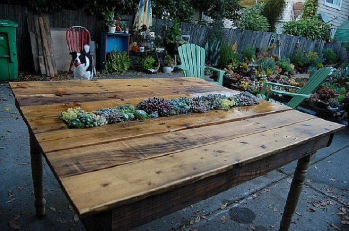flowers CreativeInspiring-Methods-of-Recycling-Wooden-Pallets-Into-Your-Own-Garden