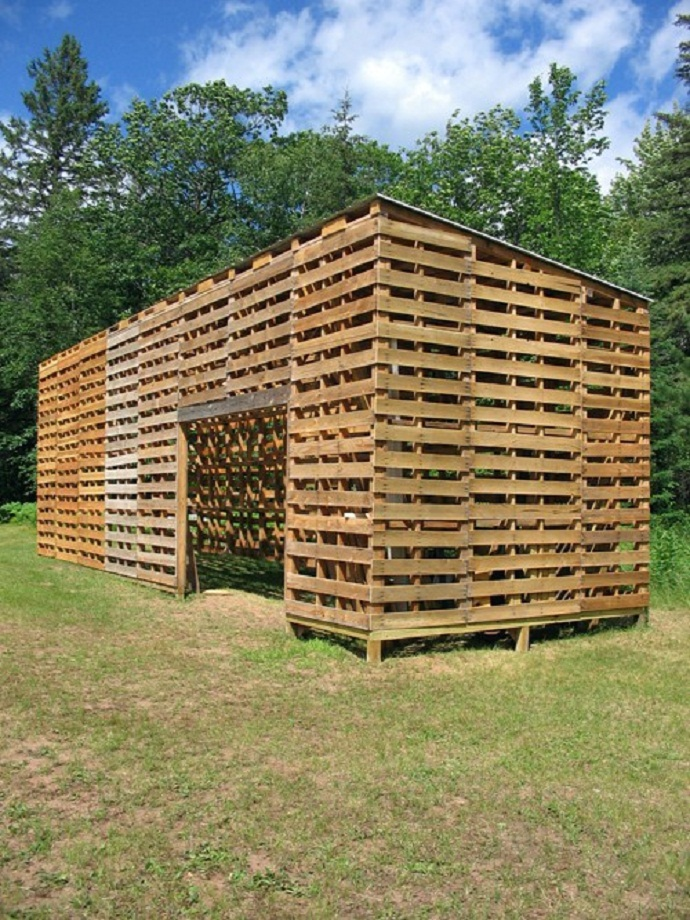 Backyard Landscaping Realized With CreativeInspiring Methods Of Recycling Wooden Pallets