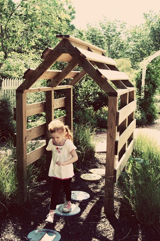 34+ Creative&Inspiring Methods of Recycling Wooden Pallets Into Your Own Garden (5)