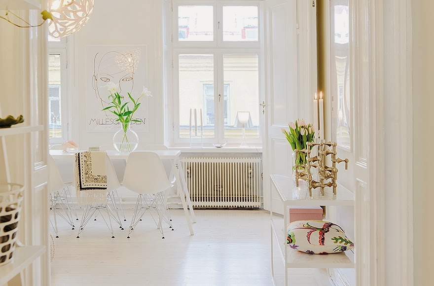 first glance of the 52-Square-Meters-of-White-Small-Delicate-Impeccable-Apartmen