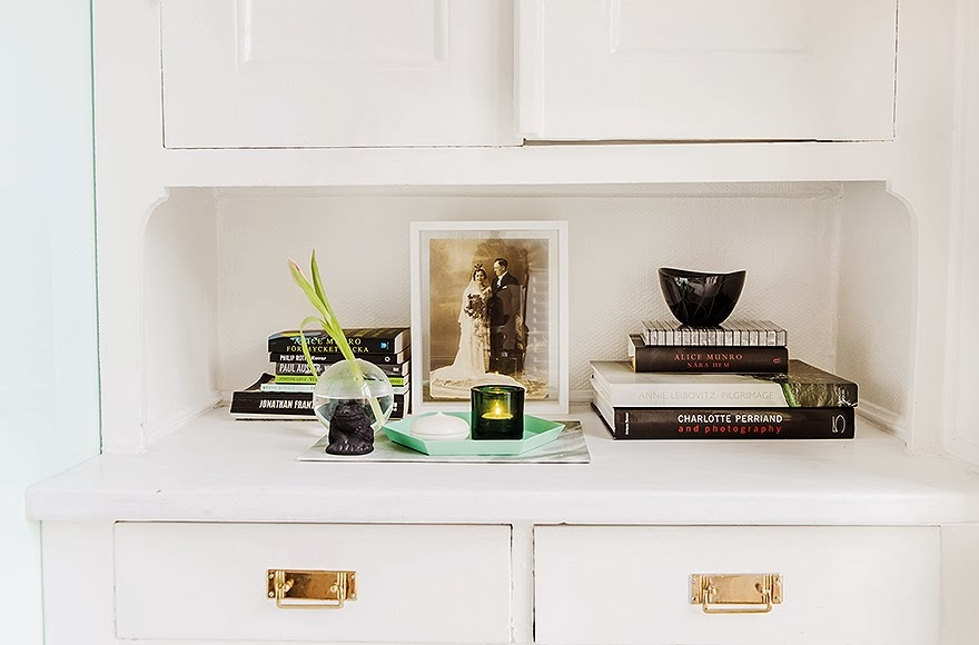 detail and composition shot 52-Square-Meters-of-White-Small-Delicate-Impeccable-Apartmen