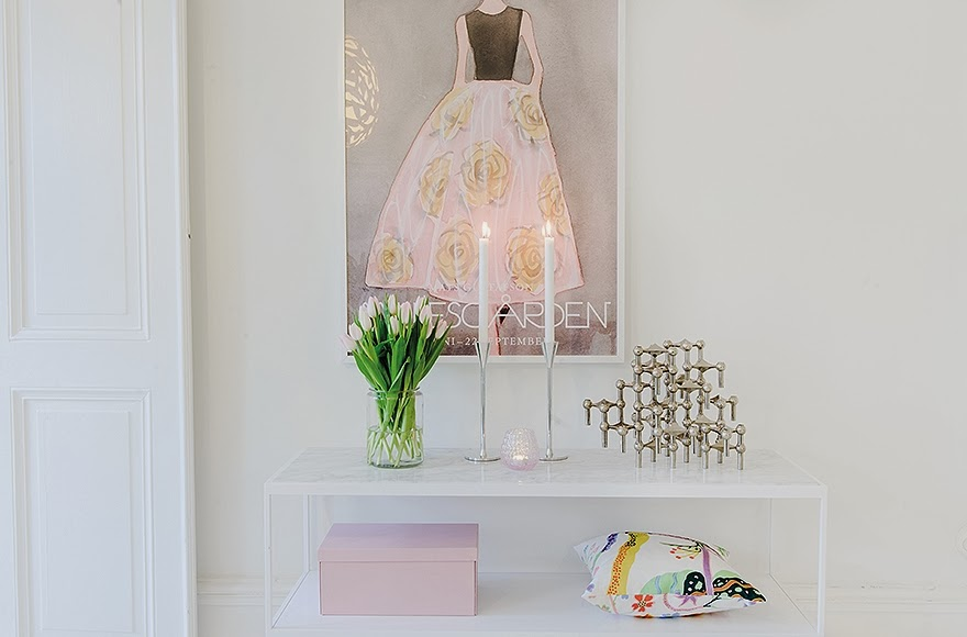 small desk with green and pink accents 52-Square-Meters-of-White-Small-Delicate-Impeccable-Apartmen