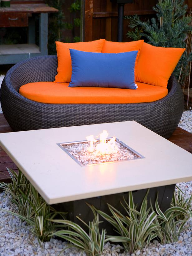 modenr fire pit tabel design in Backyard Landscaing Ideas-Attractive Fire Pit Designs Homesthetics