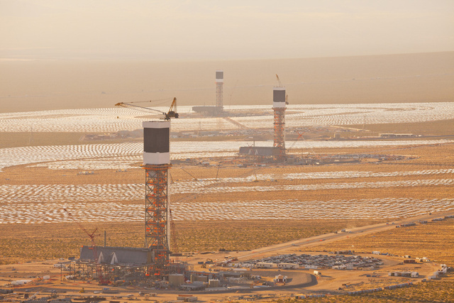 Ivanpah SEGS - World's Largest Solar Plant Started Creating Electricity Today