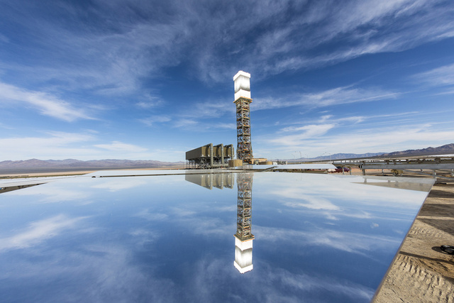the power plant mirrored Ivanpah SEGS - World's Largest Solar Plant Started Creating Electricity Today
