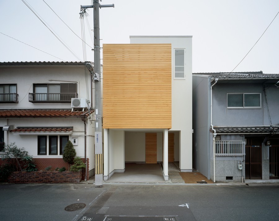 simple facade of the small Minimalist-Japanese-Residence-Enhancing-a-Narrow : minimalist-residential-architecture - designwebi.com