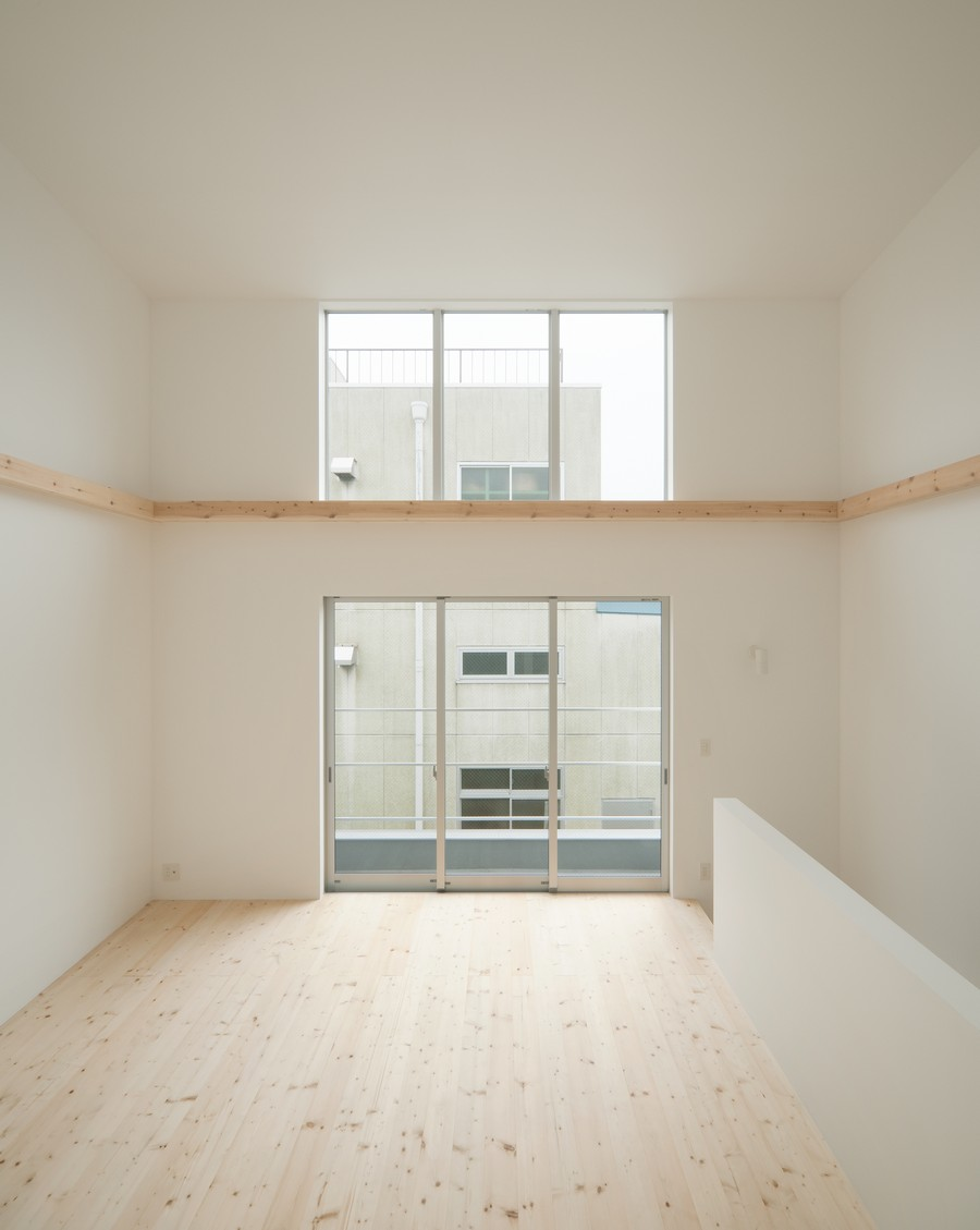 Minimalist japanese residence enhancing a narrow site for Japanese minimalist house design