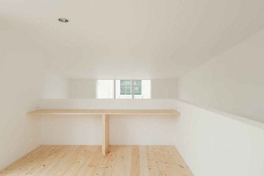 Minimalist Japanese Residence Enhancing A Narrow Site House Fin