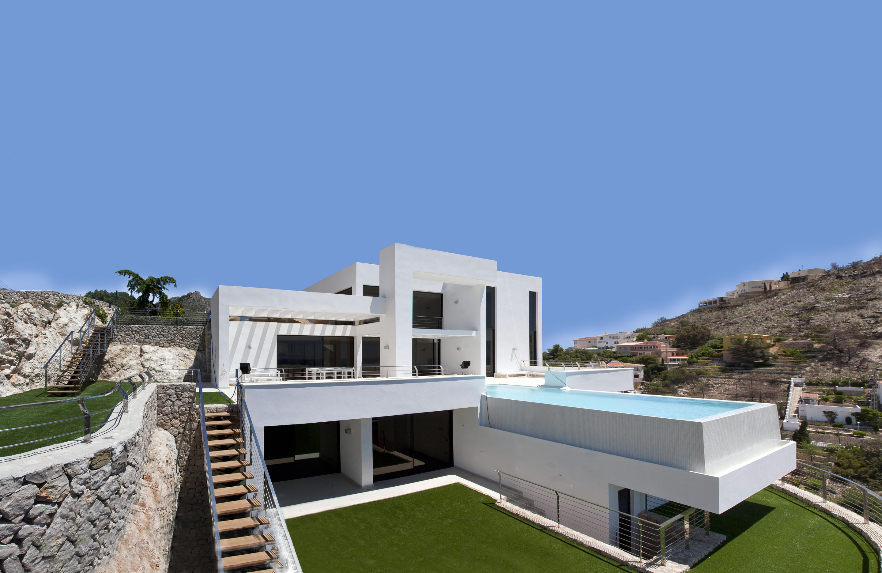 backyard landscaping and swimming pool of the Modern Mansions Superlatives -La Perla del Mediterraneo by Carlos Gilardi