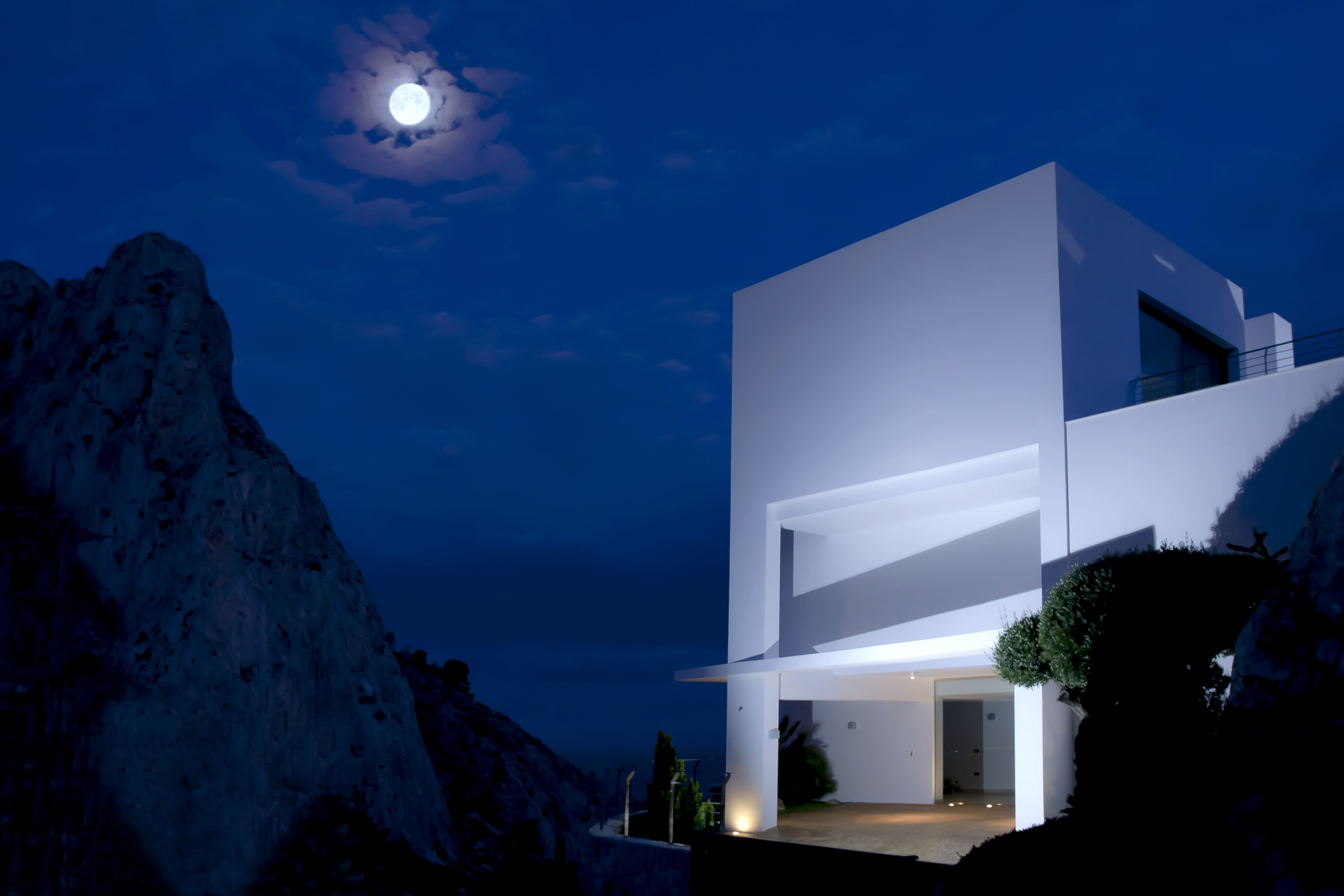 breathgaking view of a facade Modern Mansions Superlatives -La Perla del Mediterraneo by Carlos Gilardi at night