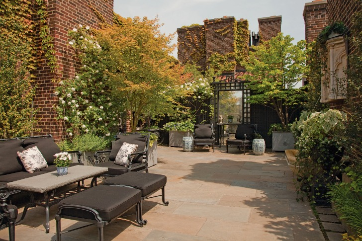 simple breathtaking One-Coffee-Table-Book-Reveals-New-York-City's-Breathtaking-Elaborate-Roftop-Gardens-Rooftop