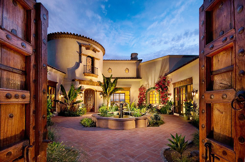 central courtyard of the Perfect Spot for Relaxation-Dream House Dominating the McDowell Mountain