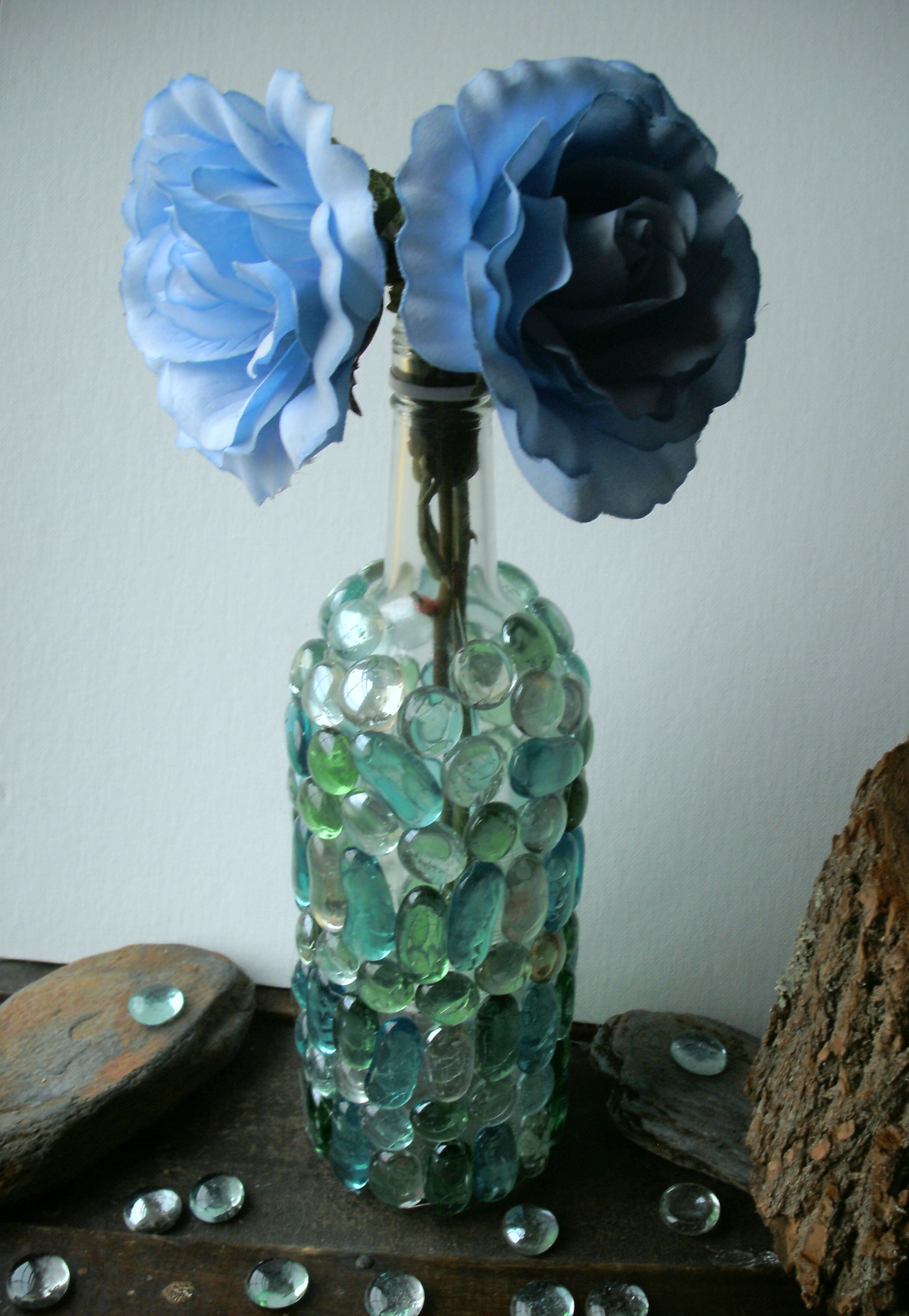 Recycle wine bottles creatively into colorful tuscan for Recycling wine bottles creatively