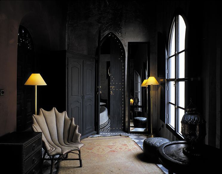 The Black Wall  A Bold Statement in Interior Design