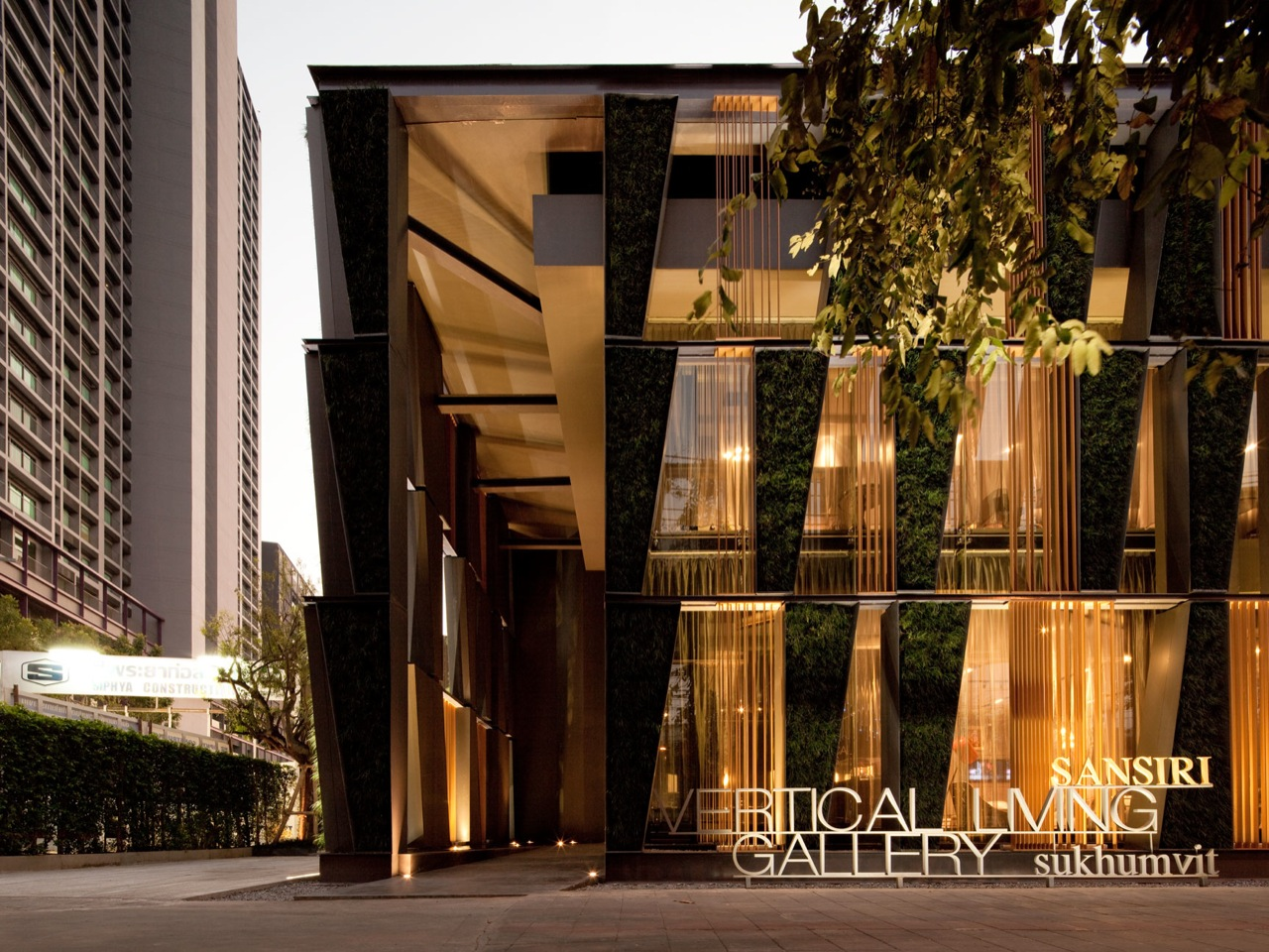 Amazing Green Urban Architecture-The Vertical Living Gallery in Bangkok by Sansiri and Shma Homesthetics