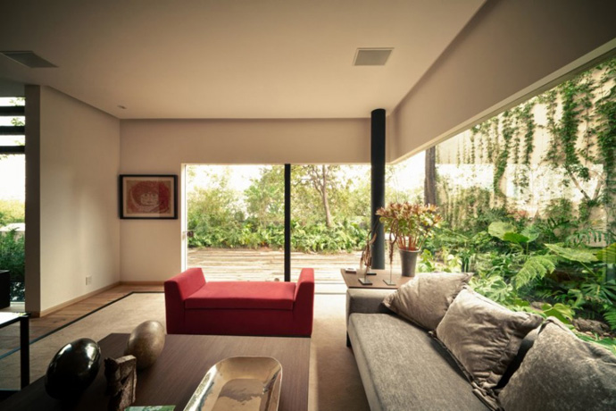 simple living room design Guanabanos House in Mexico Featuring Serene Backyard Landscaping by Taller Héctor Barroso