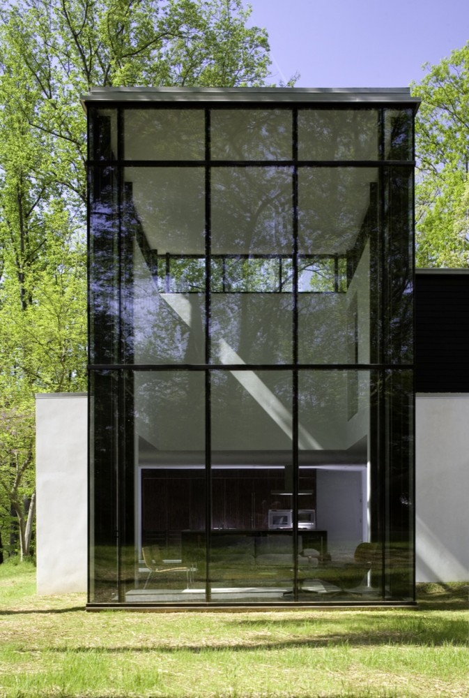 perfect black adn glass facade Shelter Flooded by Light in the Woods-Black White Residence by David Jameson in Bethesda homesthetics design (5)