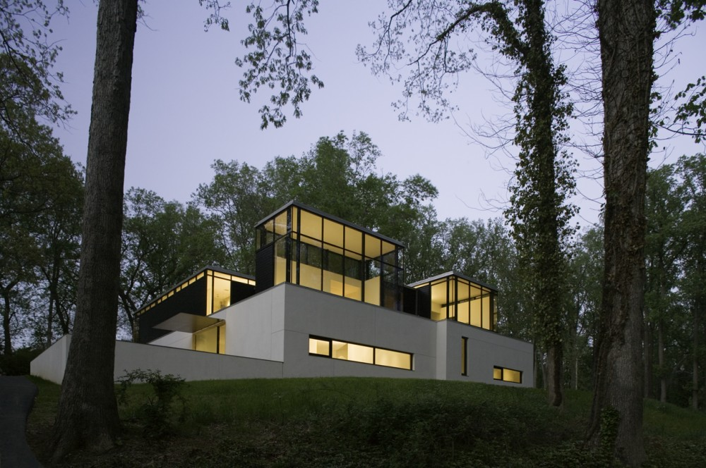 breathtaking Shelter Flooded by Light in the Woods-Black White Residence by David Jameson in Bethesda homesthetics design (5) modern mansion perspective