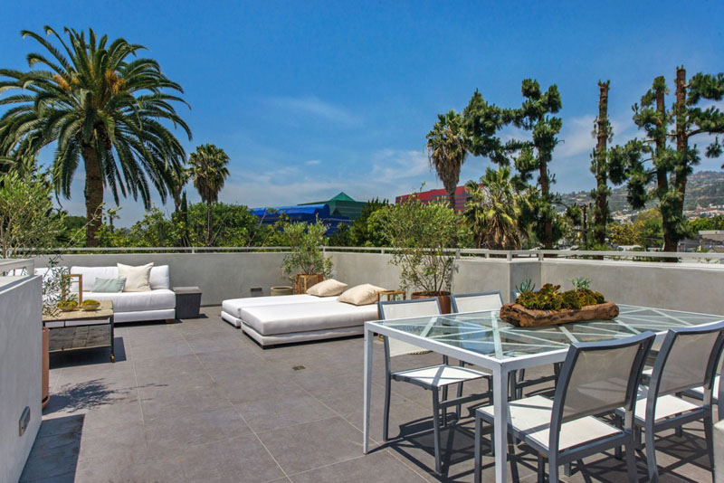 backyard landscaping Vegetation Offering Privacy in Contemporary Modern Mansions by Amit Apel Design sua california sheltering backyard landscaping ideas (1)