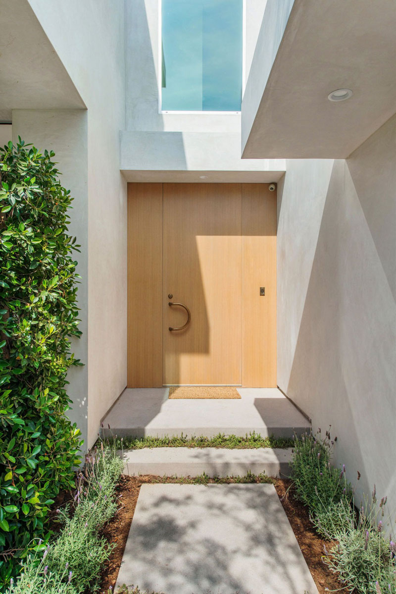 entrance in the Vegetation Offering Privacy in Contemporary Modern Mansions by Amit Apel Design sua california sheltering backyard landscaping ideas (1)