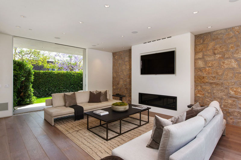 beige and white living room Vegetation Offering Privacy in Contemporary Modern Mansions by Amit Apel Design sua california sheltering backyard landscaping ideas (1)