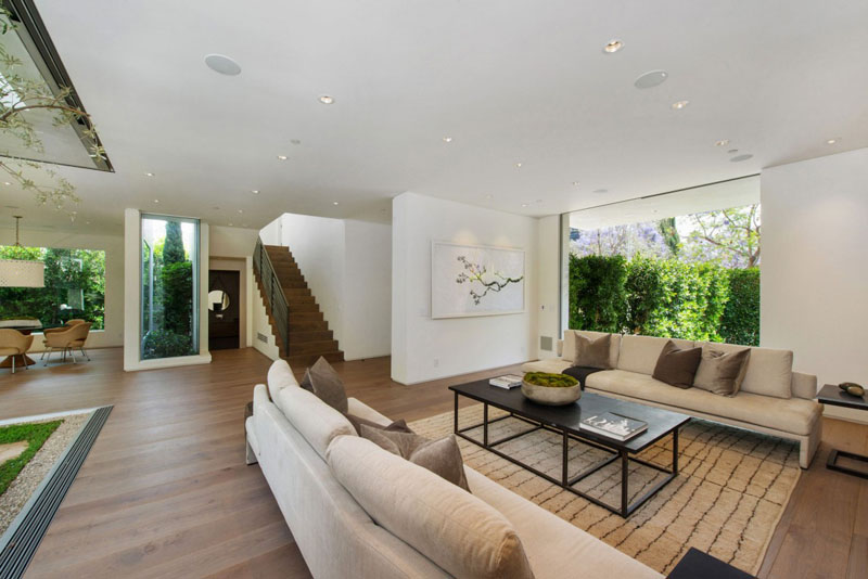 living room design Vegetation Offering Privacy in Contemporary Modern Mansions by Amit Apel Design sua california sheltering backyard landscaping ideas (1)