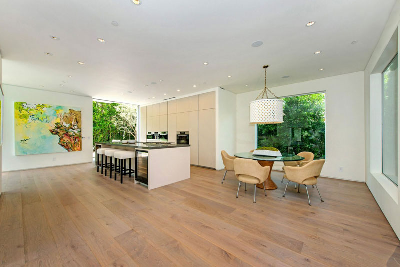 dinning areas and kitchen Vegetation Offering Privacy in Contemporary Modern Mansions by Amit Apel Design sua california sheltering backyard landscaping ideas (1)
