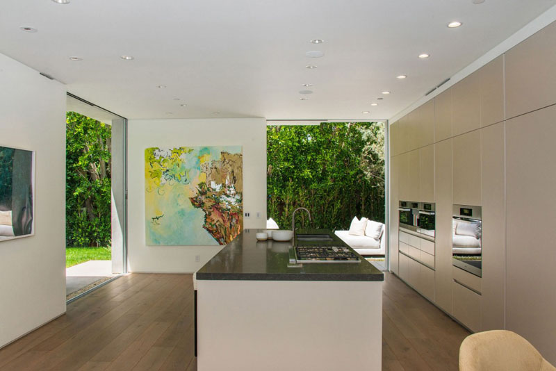 modern kitchen isle Vegetation Offering Privacy in Contemporary Modern Mansions by Amit Apel Design sua california sheltering backyard landscaping ideas (1)