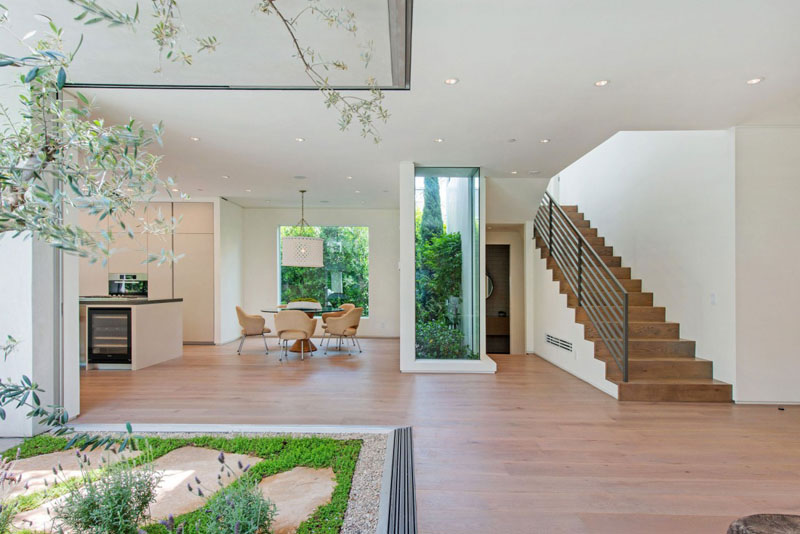 staircase providing access Vegetation Offering Privacy in Contemporary Modern Mansions by Amit Apel Design sua california sheltering backyard landscaping ideas (1)