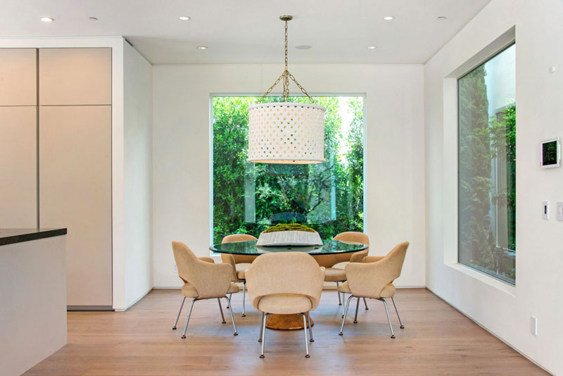 small dinning area Vegetation Offering Privacy in Contemporary Modern Mansions by Amit Apel Design sua california sheltering backyard landscaping ideas (1)