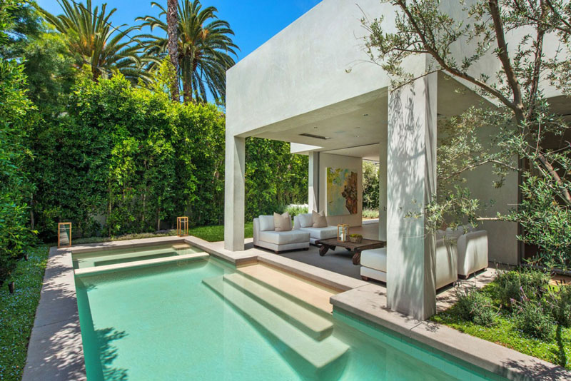 unique swimming pool Vegetation Offering Privacy in Contemporary Modern Mansions by Amit Apel Design sua california sheltering backyard landscaping ideas (1)