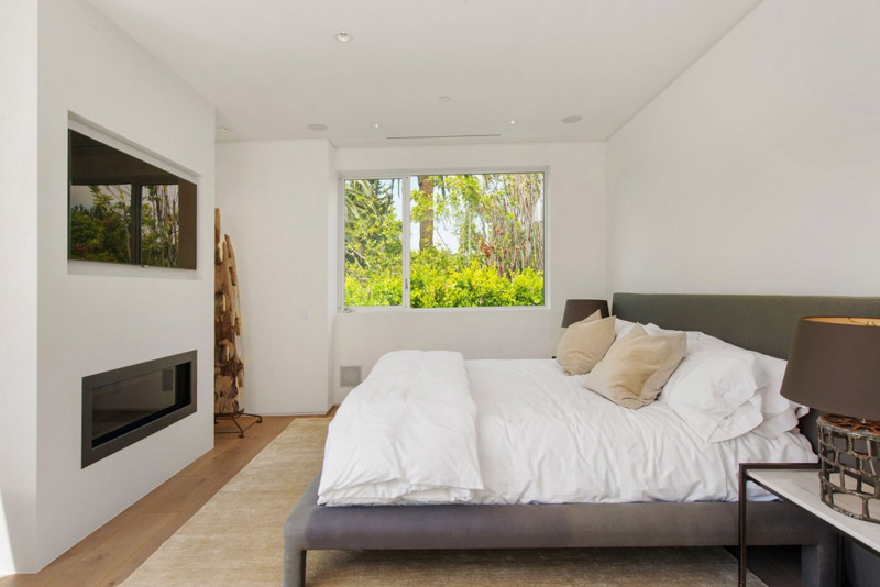 bedroom with chimney Vegetation Offering Privacy in Contemporary Modern Mansions by Amit Apel Design sua california sheltering backyard landscaping ideas (1)