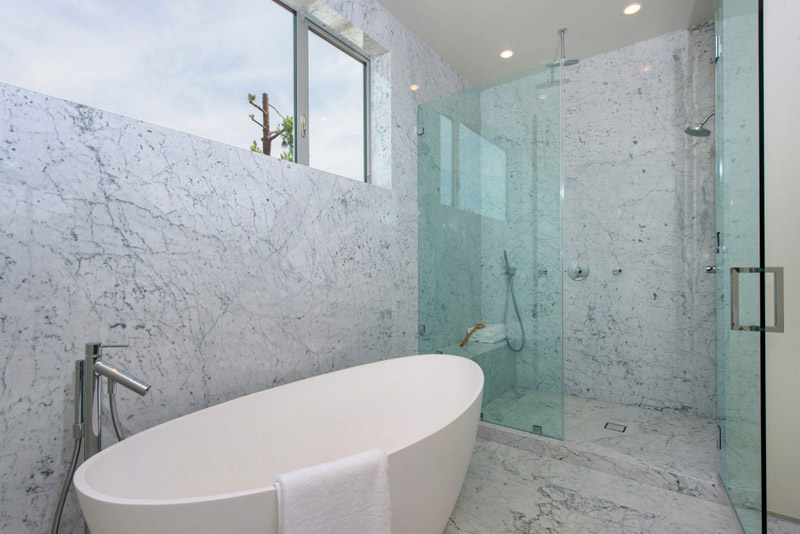 bathroom sheltering exposed concrete Vegetation Offering Privacy in Contemporary Modern Mansions by Amit Apel Design sua california sheltering backyard landscaping ideas (1)