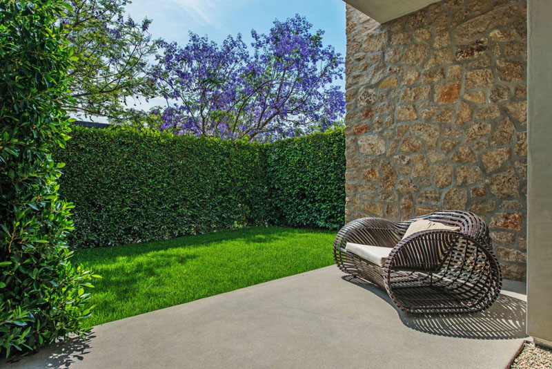 backyard landscaping design Vegetation Offering Privacy in Contemporary Modern Mansions by Amit Apel Design sua california sheltering backyard landscaping ideas (1)