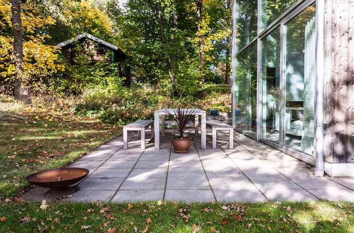 backard landscaping design ideas Vivid-Interiors-and-Serene-Atmosphere-Produced-with-High-Contrasts-in-Stockholm-by-Franson-Wreland