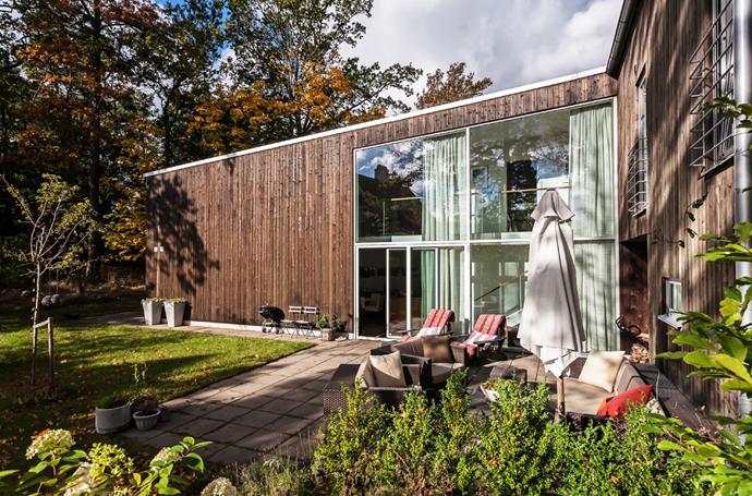 superb backyard design Vivid-Interiors-and-Serene-Atmosphere-Produced-with-High-Contrasts-in-Stockholm-by-Franson-Wreland