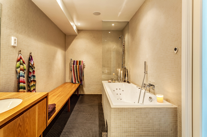 contemporary cool bathroom design Vivid-Interiors-and-Serene-Atmosphere-Produced-with-High-Contrasts-in-Stockholm-by-Franson-Wreland
