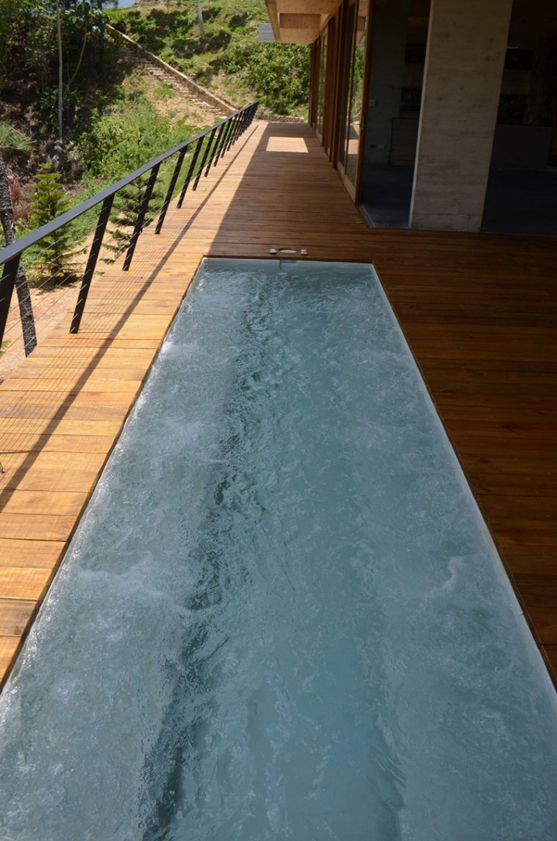 little jacuzi RD House in Dominican Republic Featuring a Sustainable Green Roof