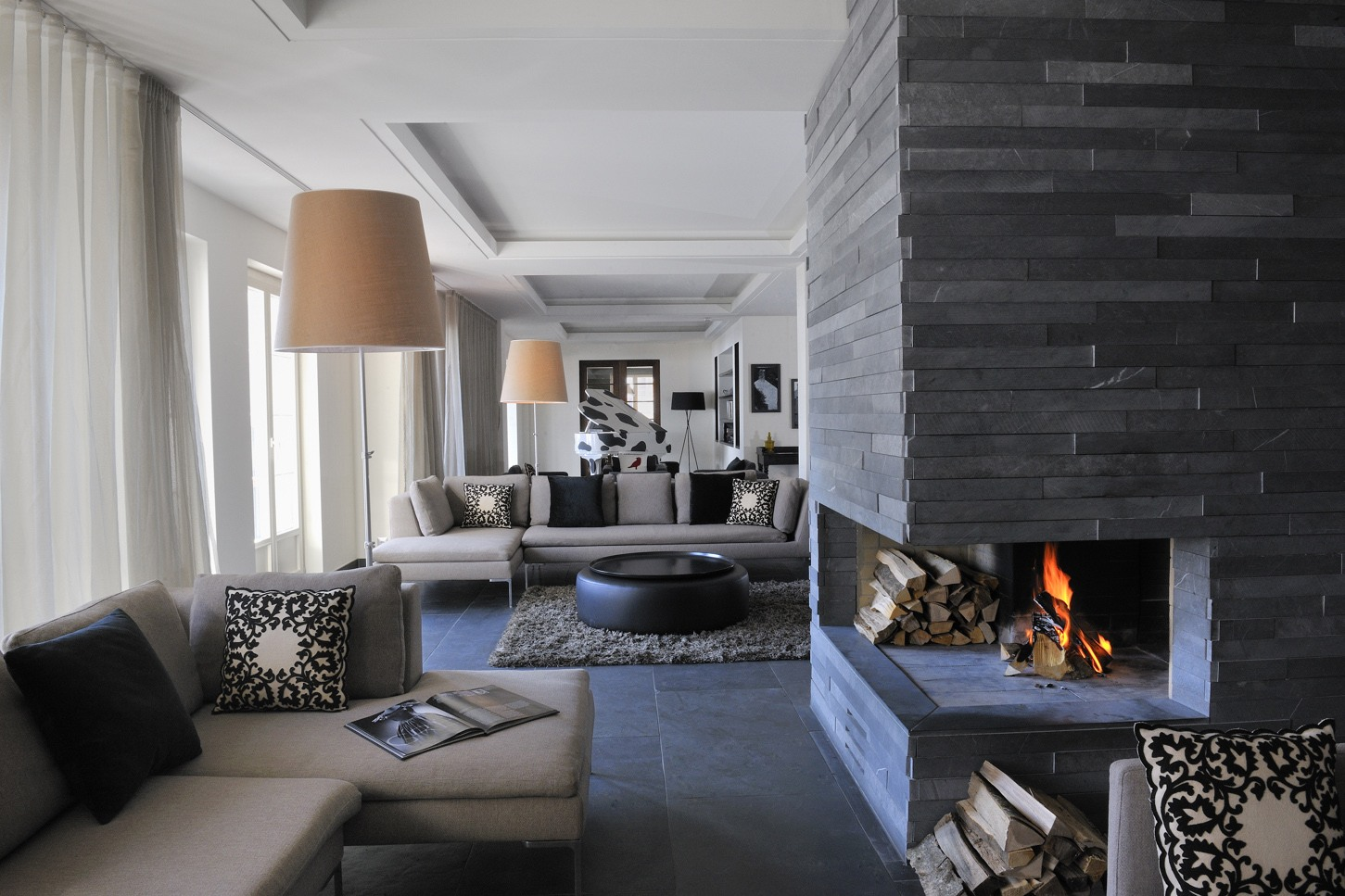 25 interior stone fireplace designs for Black grey interior design