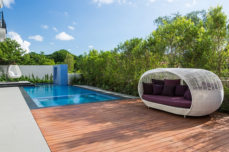 Simple Outdoor Canopy Bed That Can Be Relocated With Easy on the Patio or  Swimming Pool