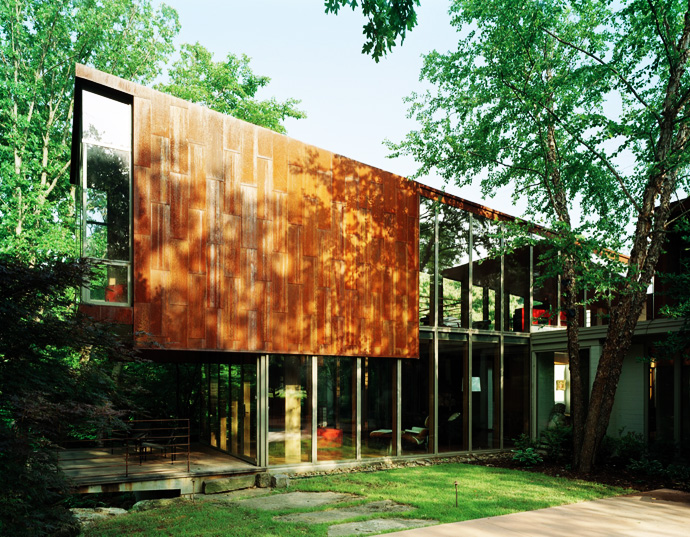 perfect central courtyard Arkansas-House-Modern-Mansion-Embedded-in-Vegetation-by-Marlon-Blackwell