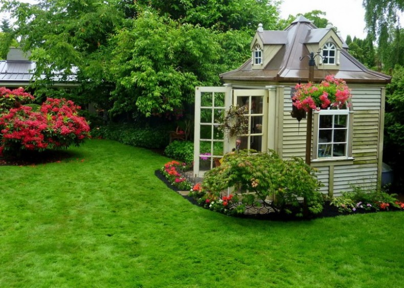Backyard landscaping design ideas charming cottages and sheds for Small backyard cabin