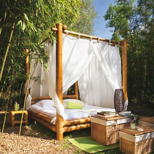 Inserting an Outdoor Bed in Bamboo in the Perfect Landscape