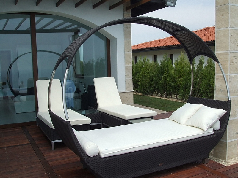 Lovely Urban Patio A Stylish Contemporary Canopy Outdoor Bed