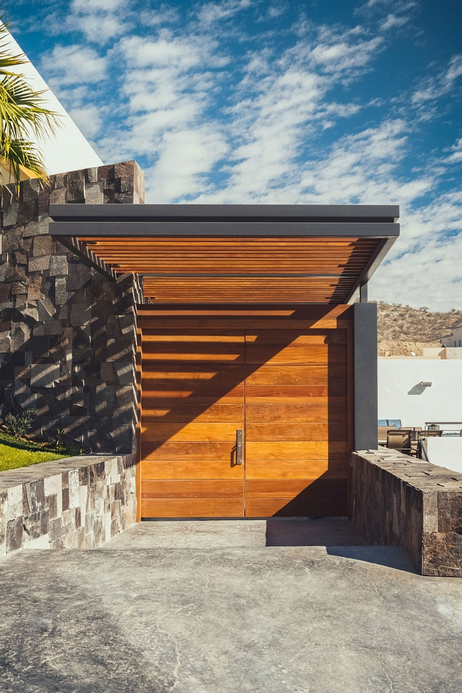 Breathtaking Entrance Into the R35 Residence