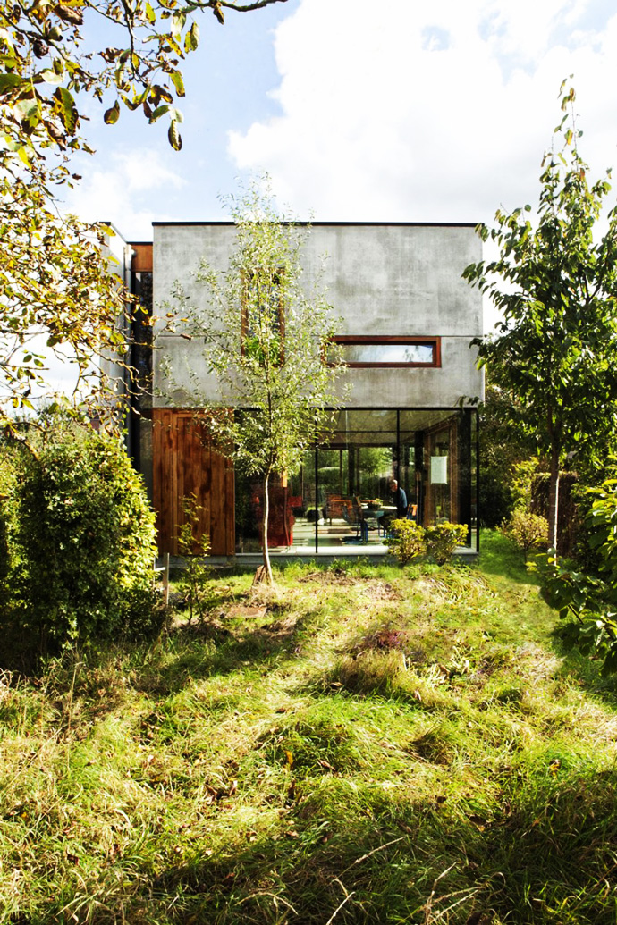 Open Plan Design Enhanced by Backyard Landscaping-House GePo by OYO homesthetics (4)