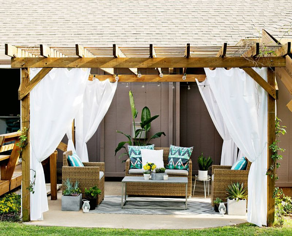 Outdoor Pergola Design With White Immaculate Curtains