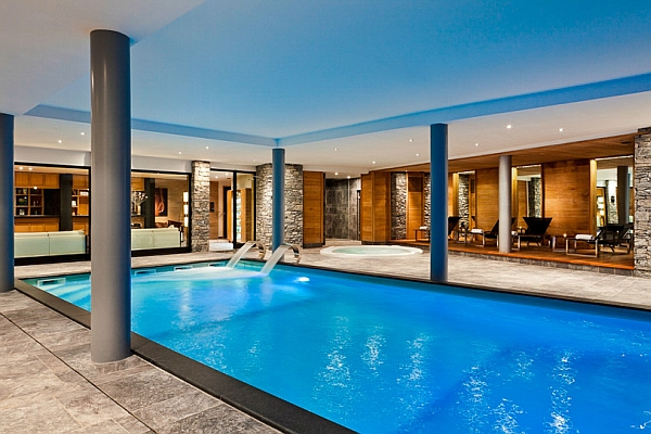Extraordinary Blue Refreshing Large Swimming Pool Design