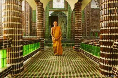 Unique-Bottle-Recycling-Building-a-Thai-Temple-from-One-Million-Bottles-Homesthetics