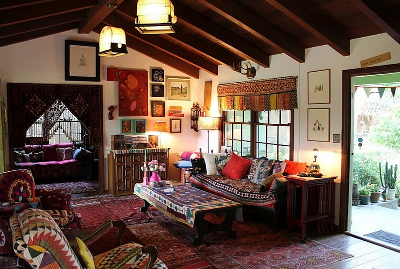 Bohemian Living Room Cladding in a Variety of Hues and Rugs